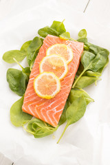 Fresh salmon with spinach and lemon