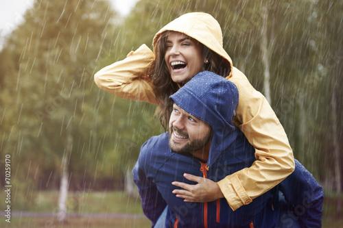 Leinwanddruck Bild Happy time despite bad weather