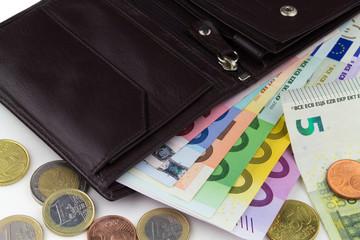 schwarzes Portemonnaie mit Banknoten