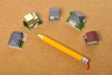 住宅模型と鉛筆