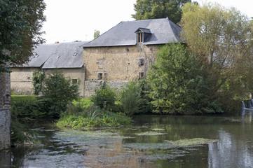 moulin à eau dans la Sarthe, France