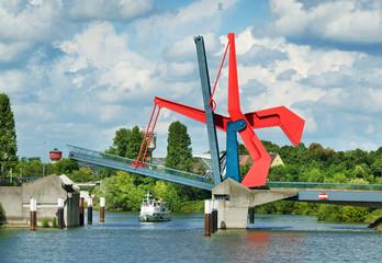 Diffenebrücke Mannheim Zugbrücke Klappbrücke Ausflugsschiff