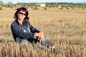девушка на поле