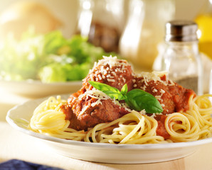 italian food - spaghetti and meatballs