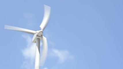 風力発電の模型と青空