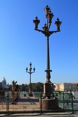 фонарный столб на дворцовой площади Санкт-Петербурга