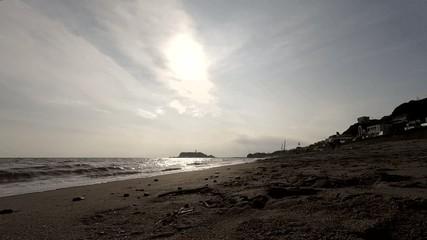 七里ケ浜から見た江ノ島の夕景