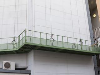 工事現場の作業用ゴンドラ