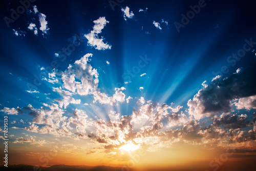 Awesome sunrise with clouds that emit light - 70295130