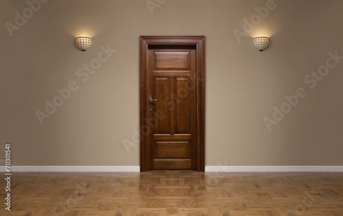 Closed wooden door in the empty room with copy space - 70301541