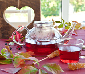 Heisser Tee im Herbst