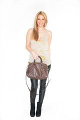 hübsche Frau mit Handtasche