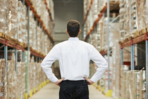 Staande foto Industrial geb. manager in warehouse