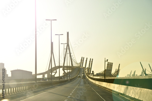 Leinwanddruck Bild Köhlbrandbrücke Hamburg in der Abendsonne