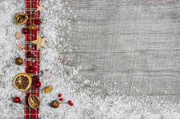 Weihnachtlicher Holz Hintergrund: Dekoration klassisch mit Rot