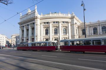 ウィーン ブルク劇場  Burgtheater(世界遺産 ウィーン旧市街)とトラム