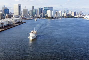 [東京都市風景]東京湾岸エリア 汐留築地方面と客船