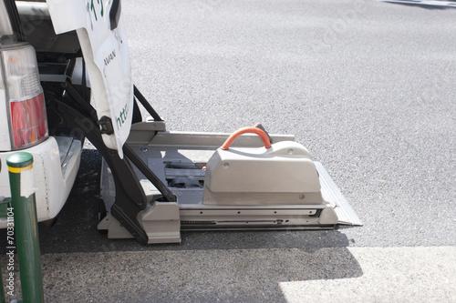 自動車の車椅子用リフト