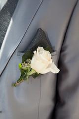 Boutonnière rose blanche