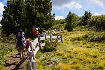 Escursione in famiglia in montagna