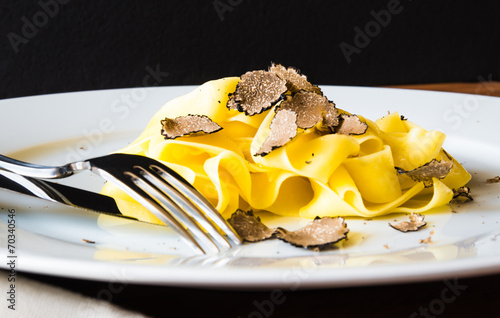 Leinwanddruck Bild Pasta with truffles.Typical autumn dish.