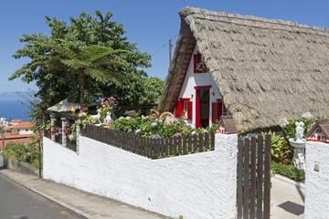 Historisches Santana-Häuschen auf Madeira
