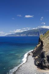 Steilküste auf Madeira, Portugal