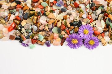 Mineralien poliert mit Blüte