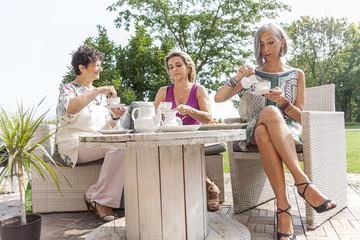 adult women at breakfast
