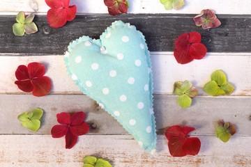 Herz und blütenblätter