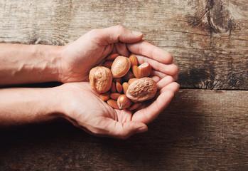 Mani con frutta secca