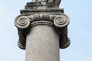 Dettaglio Colonna Ionica e capitello