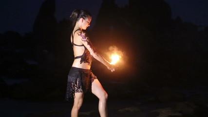 Artist turns the fire palm torches performance