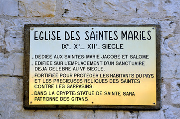 plaque explaining the history of the church of Saintes-Maries-de