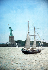 Vintage postcard of the NYC city with Statue of Liberty