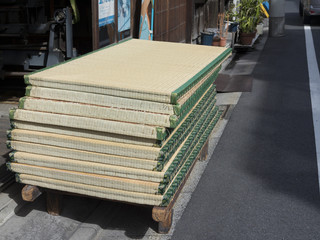 積み上げられた畳