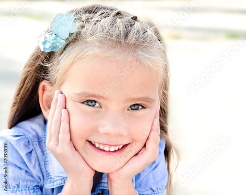 canvas print picture Portrait of adorable smiling little girl