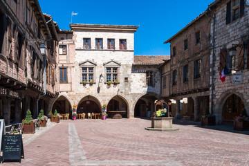 Castelnau-de-Montmiral place du village