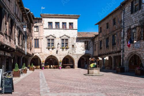 Castelnau-de-Montmiral place du village - 70385751