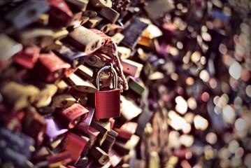 red love padlock