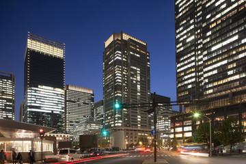東京駅丸の内口前の夜景