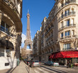 Paris Straßenszene mit Eiffelturm - 70388997