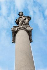 Statua dell'abbondanza e colonna, Piazza Carioli, Pisa