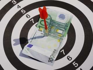 dart target aim 100 Euro