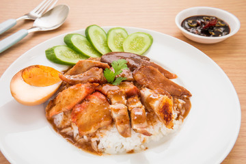 Roasted red pork with sweet gravy and rice