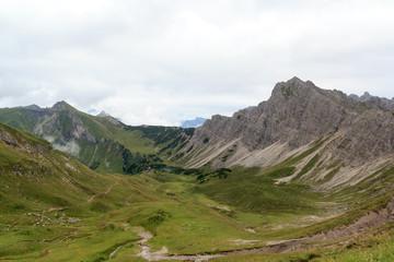 Bergpanorama mit Landsberger Hütte