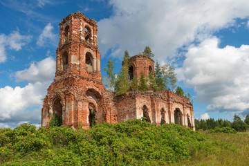 Ruined Church of Our Lady of Kazan. Village Russian Noviki. Russ