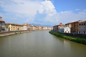 Fiume Arno e Santa Maria della Spina in Pisa, Italy
