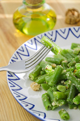 Fried green string beans with walnuts