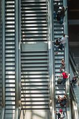 Menschen auf der Rolltreppe